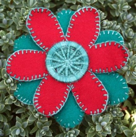 Dorset Button Sewing Kit - Flower Brooch, Fir Green and Red